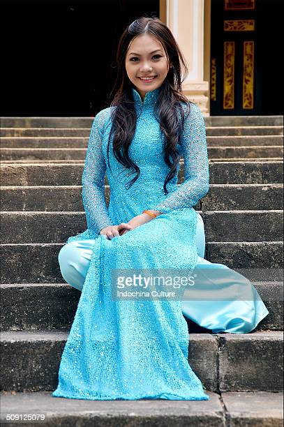 Miss long dress (Ao dai Vietnam)