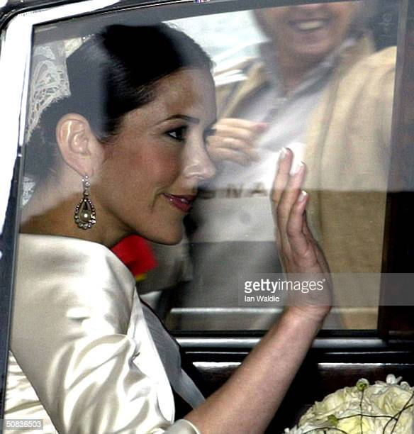 Miss Mary Elizabeth Donaldson waves from her car as she leaves Amalienborg Palace for her wedding to Crown Prince Frederik May 14 2004 in Copenhagen...