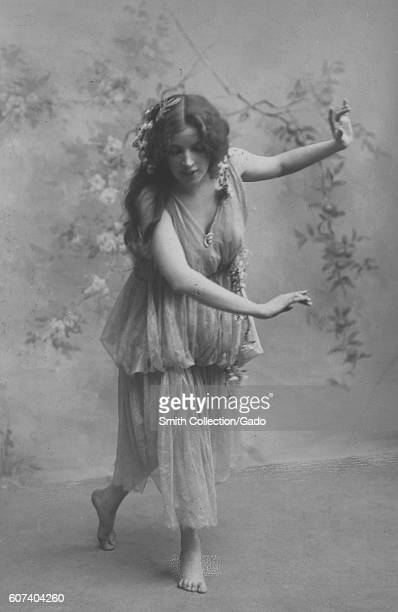 Miss Maud Allan dancing in the play 'Mendelssohn's Spring Song' 1908 From the New York Public Library