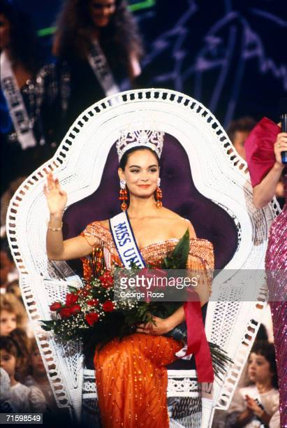 Miss Mexico Lupita Jones waves to the audience after being crowned Miss Universe at the 1991 Las Vegas Nevada ceremonies