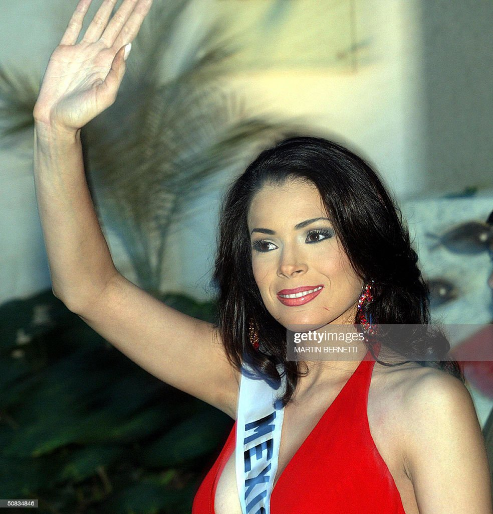 Miss Mexico Rosalva Luna waves to photographers 13 May 2004 in Quito. The Miss Universe 2004 contest will take place 01 June 2004. AFP PHOTO/Martin BERNETTI