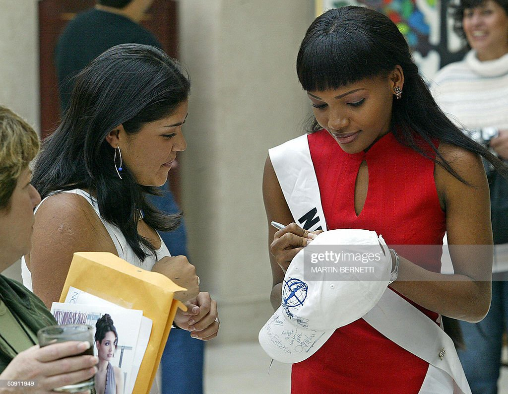 Miss Nigeria Anita Queen signs an autograph 30 May 2004, in Quito, Ecuador, where the Miss Universe 2004 contest will be held next 01 June. AFP PHOTO/Martin BERNETTI