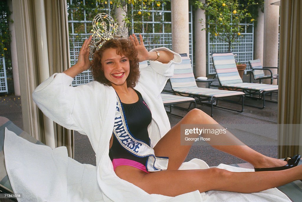 Miss Norway is crowned Miss Universe at the 1990 Miss Universe Pageant held in Century City, California.