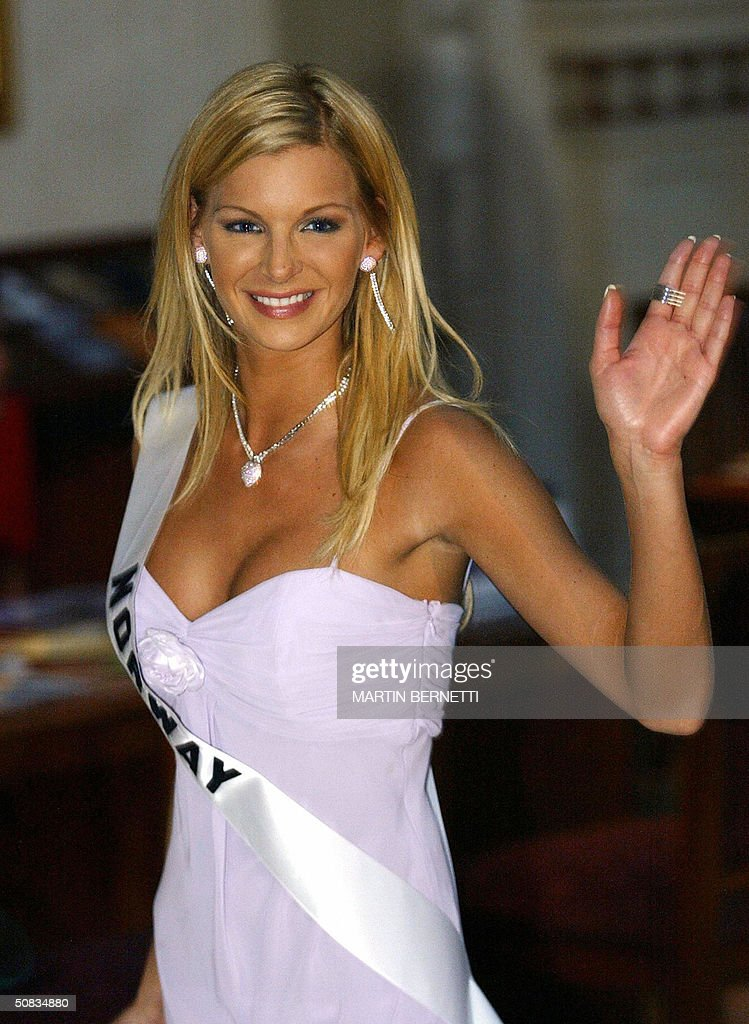 Miss Norway Kathrine Soerland wave to photographers 13 May 2004 in Quito. The Miss Universe 2004 contest will take place 01 June 2004. AFP PHOTO/Martin BERNETTI