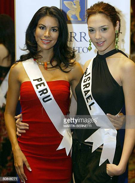 Miss Peru Liesel Holler and Miss Israel Gal Gadot pose for the photographers 17 May 2004 in Quito City Ecuador during the First session of interviews...