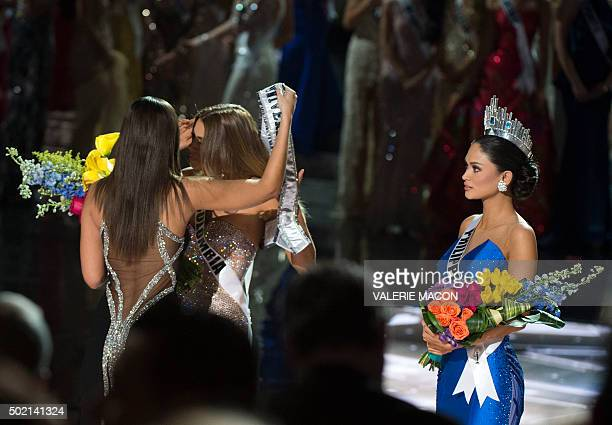 Miss Philippines Pia Alonzo Wurtzbach is crowned Miss Universe 2015 beside Miss Colombia Ariadna Gutierrez on stage during the 2015 MISS UNIVERSE¨...