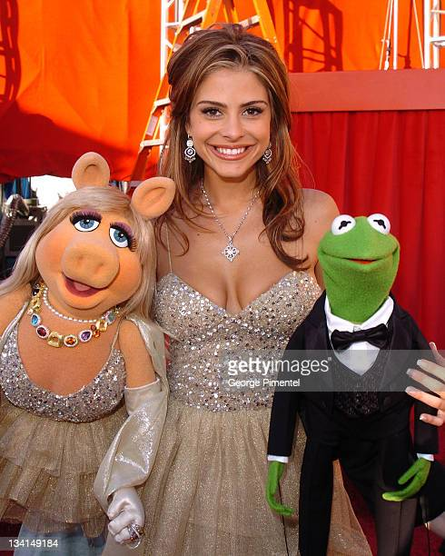 Miss Piggy Maria Menounos and Kermit the Frog