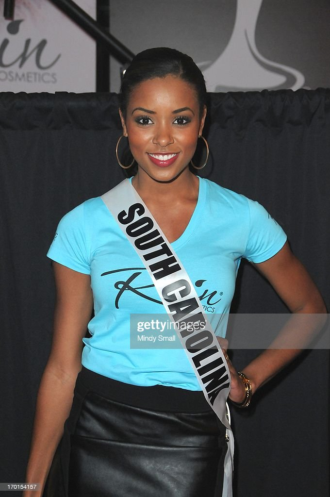 Miss South Carolina USA <a gi-track='captionPersonalityLinkClicked' href=/galleries/search?phrase=Megan+Pinckney&family=editorial&specificpeople=10981453 ng-click='$event.stopPropagation()'>Megan Pinckney</a> appears at the D Las Vegas for a meet and greet and autograph signing on June 7, 2013 in Las Vegas, Nevada.