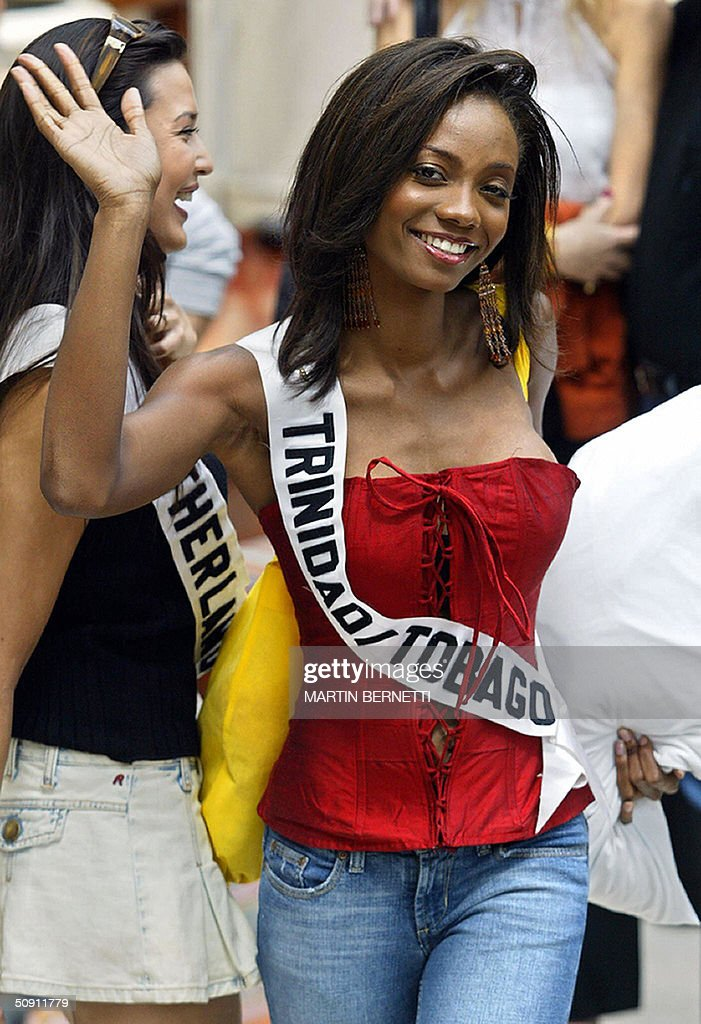Miss Trinidad and Tobago, Danielle Jones, waves at photographers 30 May, 2004, in Quito, Ecuador, where the Miss Universe 2004 contest will be held next 01 June. AFP PHOTO/Martin BERNETTI