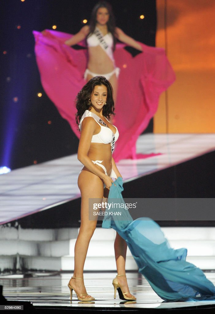 Miss Universe 2005 contestant Johanna Fernandez of Costa Rica performs during the first round of judging in the swimwear and evening gown competition in Bangkok, 26 May 2005. The reigning Miss Universe, Jennifer Hawkins from Australia, will crown her successor in Bangkok before thousands of journalists and spectators on May 31. AFP PHOTO/ SAEED KHAN