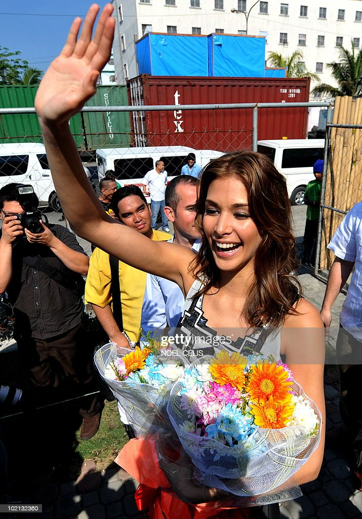 Miss Universe 2008 Dayana Mendoza waves to the children of Tondo, a slum area in Manila on June 16, 2010. The Venezuelan beauty was named Smartmatic's 'Ambassador of Transparency' and flew to Manila for a three day tour to join the celebrations over the success of the automated elections.