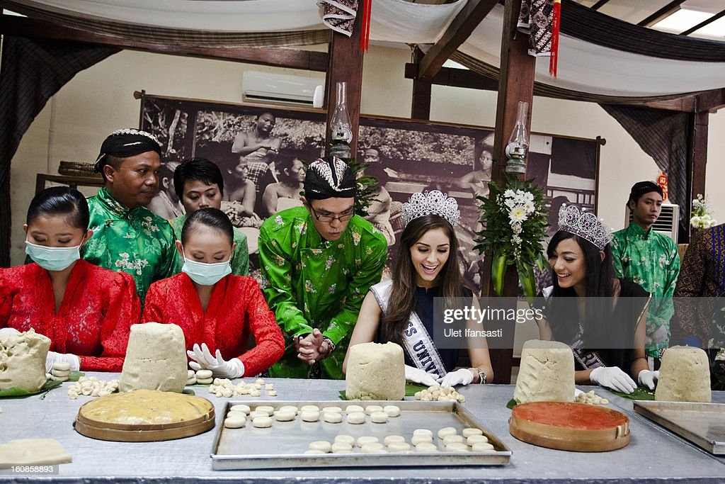 Miss Universe 2012, Olivia Culpo (2nd from R), and newly-crowned Puteri Indonesia 2013, Whulandary (R), make a cake during a visit to D'java Bakpia store on February 7, 2013 in Yogyakarta, Indonesia. Olivia Culpo, a beauty pageant contestant from the United States, was crowned Miss Universe in 2012.