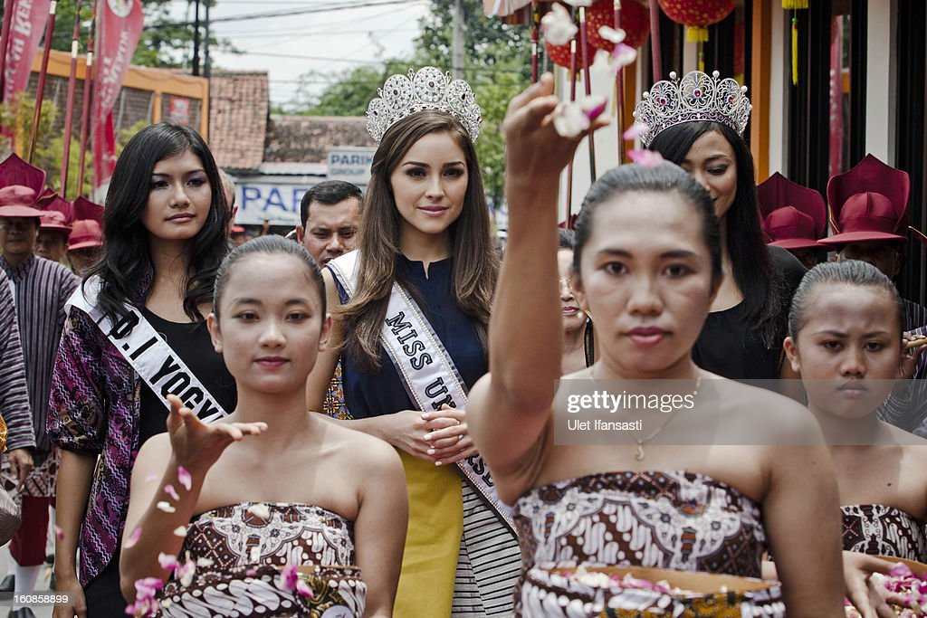 Miss Universe 2012, <a gi-track='captionPersonalityLinkClicked' href=/galleries/search?phrase=Olivia+Culpo&family=editorial&specificpeople=9194131 ng-click='$event.stopPropagation()'>Olivia Culpo</a> (C), during her visit to D'java Bakpia store on February 7, 2013 in Yogyakarta, Indonesia. <a gi-track='captionPersonalityLinkClicked' href=/galleries/search?phrase=Olivia+Culpo&family=editorial&specificpeople=9194131 ng-click='$event.stopPropagation()'>Olivia Culpo</a>, a beauty pageant contestant from the United States, was crowned Miss Universe in 2012.