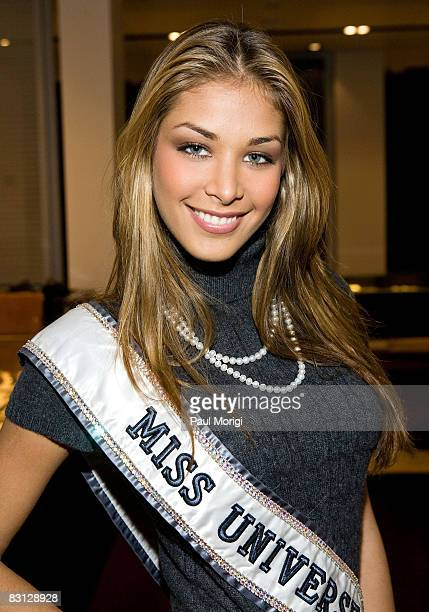Miss Universe Dayana Mendoza at the Power of Shopping Day to benefit YouthAIDS at Tysons Galleria on October 4 2008 in McLean Virginia