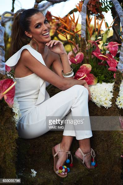 Fashion 2017 in philippines - Iris Mittenaere Photos Et Images De Collection Getty Images