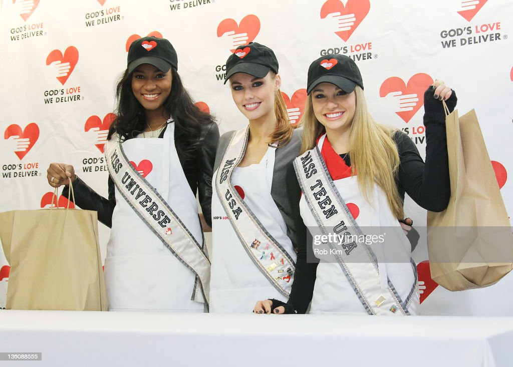 Miss Universe Leila Lopes Miss USA Alyssa Campanella and Miss Teen USA Danielle Doty deliver meals for God's Love We Deliver on December 19 2011 in...