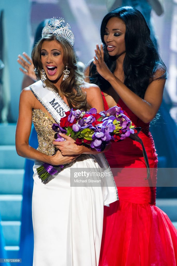 Miss USA 2012 <a gi-track='captionPersonalityLinkClicked' href=/galleries/search?phrase=Nana+Meriwether&family=editorial&specificpeople=4594046 ng-click='$event.stopPropagation()'>Nana Meriwether</a> (R) crowns Miss Connecticut USA Erin Brady the new Miss USA during the 2013 Miss USA pageant at PH Live at Planet Hollywood Resort & Casino on June 16, 2013 in Las Vegas, Nevada