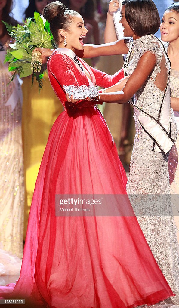 Miss USA 2012 Olivia Culpo (L)and Leila Lopes Miss Universe 2011 react as she is named the 2012 Miss Universe during the 2012 Miss Universe Pageant at Planet Hollywood Resort & Casino on December 19, 2012 in Las Vegas, Nevada.