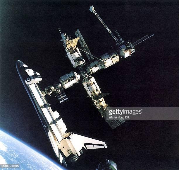 Mission STS71 Das amerikanische Raumschiff Atlantis dockt an die russische Weltraumstation Mir an