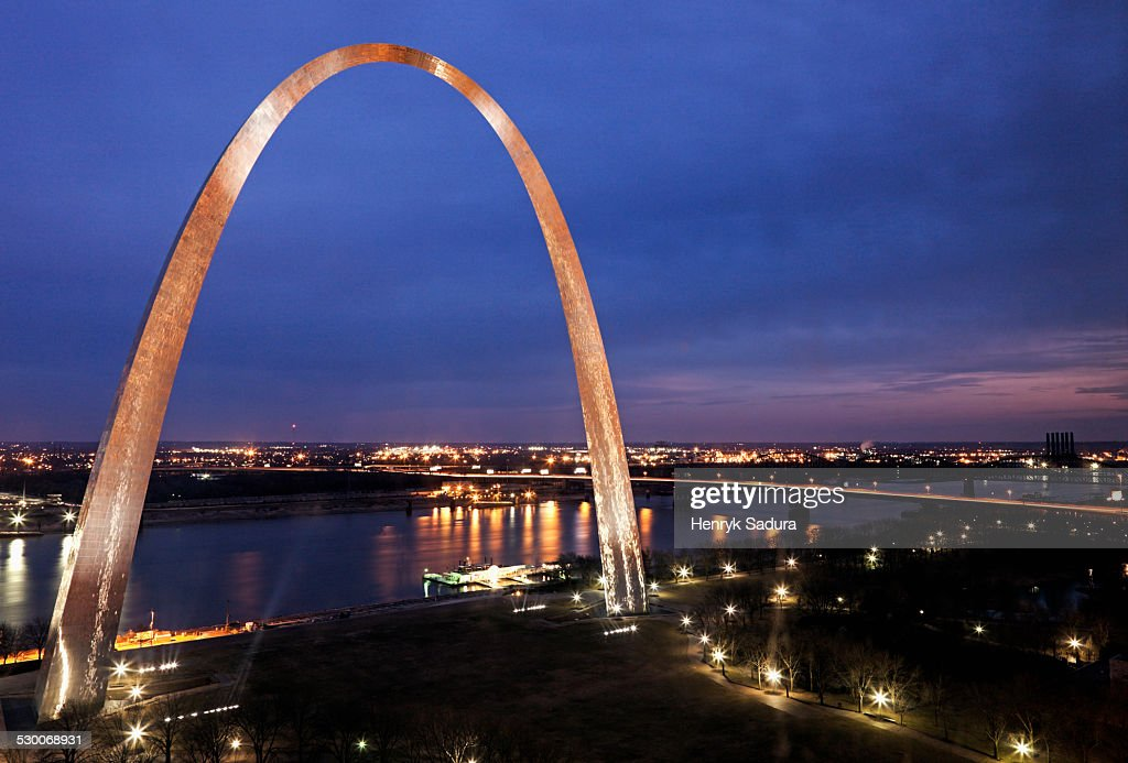 USA, Missouri, St. Louis, Arch at sunset