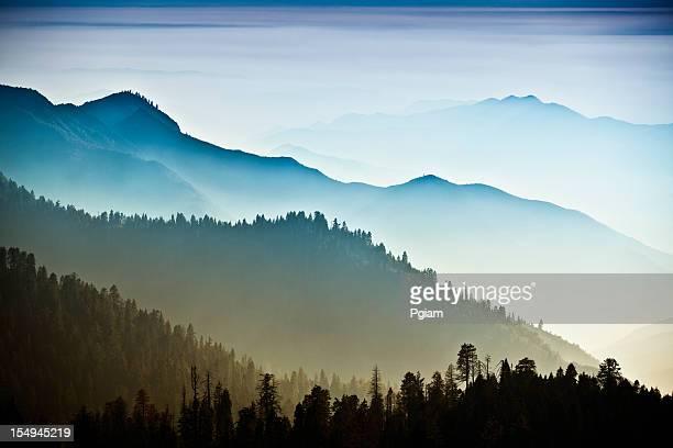 Niebla en las montañas de Sierra Nevada