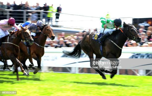 Mister Hardy ridden by Frederik Tylicki sprints away to win