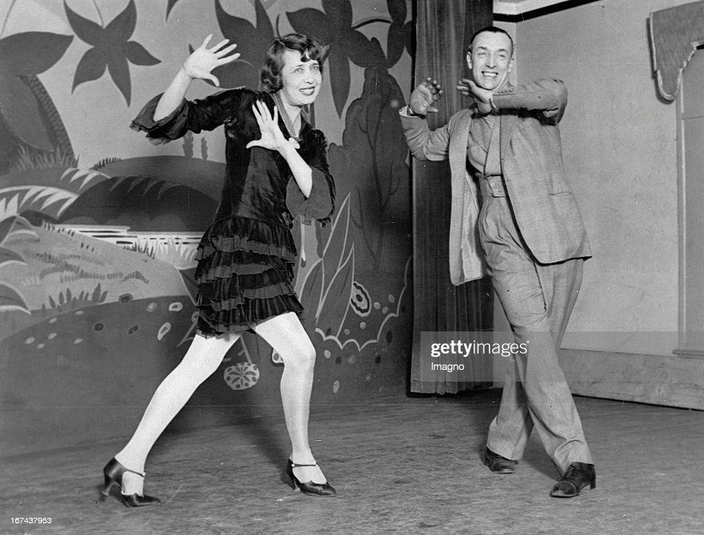 Mistinguett is the stage name of Jeanne Florentine Bourgeois (born April 4, 1875 in Enghien-les-Bains, France, 5 January 1956 in Bougival, France) - a French actress and singer. On the right: Max Rivers. Photograph. About 1930. (Photo by Imagno/Getty Images) Mistinguett ist der Künstlername von Jeanne Florentine Bourgeois (* 4. April 1875 in Enghien-les-Bains, Frankreich; 5. Januar 1956 in Bougival, Frankreich) - einer französischen Schauspielerin und Sängerin. Rechts im Bild: Max Rivers. Photographie. Um 1930.