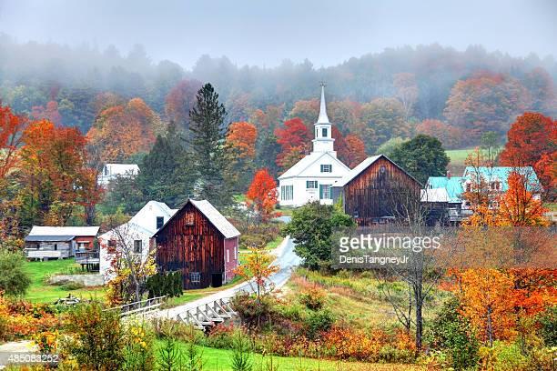 Misty fogliame di autunno rurale del Vermont