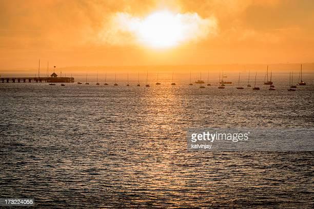 Misty tramonto sul porto