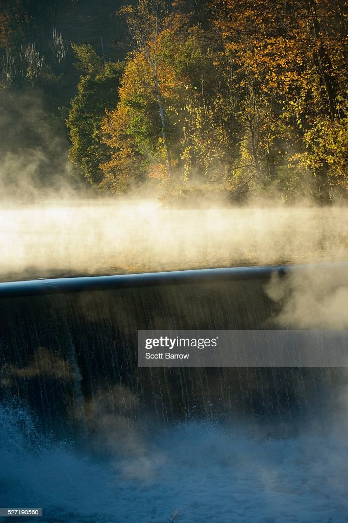 Misty waterfall : Stockfoto