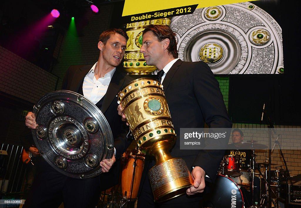 mit Meiserschale und DFB POkal double Sieger Sebastian Kehl Borussia Dortmund und Roman Weidenfeller Borussia Dortmund Borussia Dortmund Party DFB...