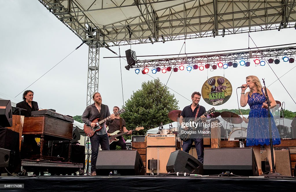 Mitch Chakour Derek Trucks Tim Lefebvre Luther Dickinson and Susan TedeschiLuther Dickinson of the North Mississippi Allstars and Mitch Chakour sit...