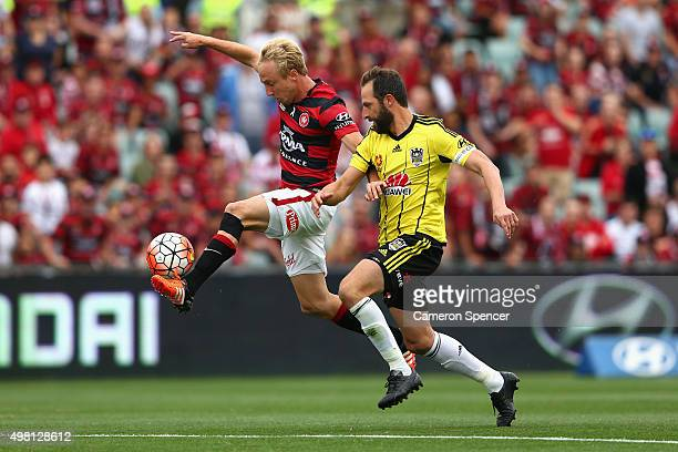 Mitch Nichols of the Wanderers and Andrew Durante of Phoenix contest the ball during the round seven ALeague match between Western Sydney Wanderers...