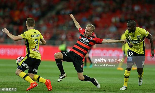 Mitch Nichols of the Wanderers competes for the ball during the round four ALeague match between the Western Sydney Wanderers and the Central Coast...