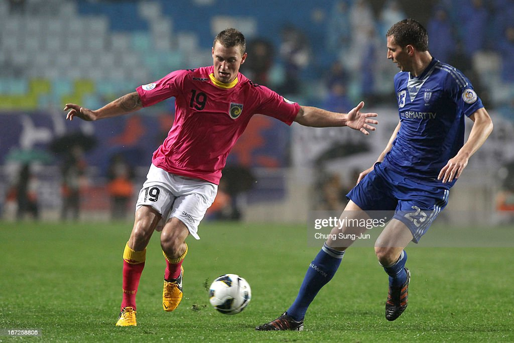 Mitchell Duke of Central Coast Mariners in action with Eddy Bosnar during the AFC Champions League Group H match between Suwon Bluewing and Central Coast Mariners at Suwon World Cup Stadium on April 23, 2013 in Suwon, South Korea.