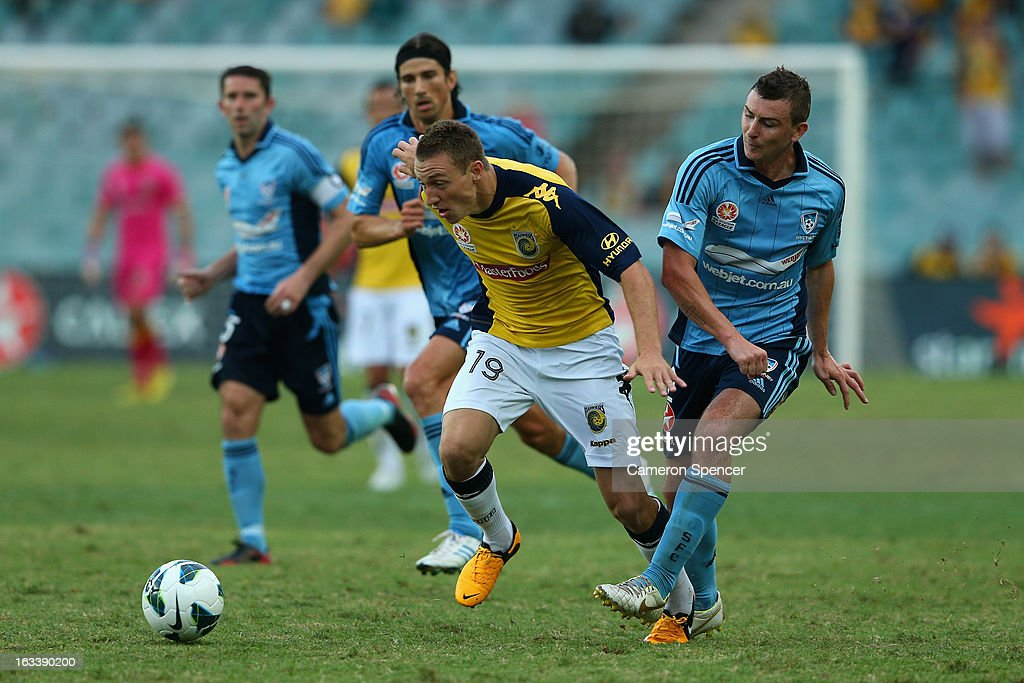 Mitchell Duke of the Mariners controls the ball during the round 24 A-League match between Sydney FC and the Central Coast Mariners at Allianz Stadium on March 9, 2013 in Sydney, Australia.