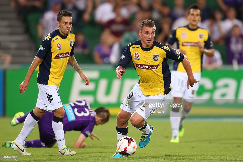 Mitchell Duke of the Mariners controls the ball during the round seven A-League match between Perth Glory and the Central Coast Mariners at nib Stadium on November 23, 2013 in Perth, Australia.