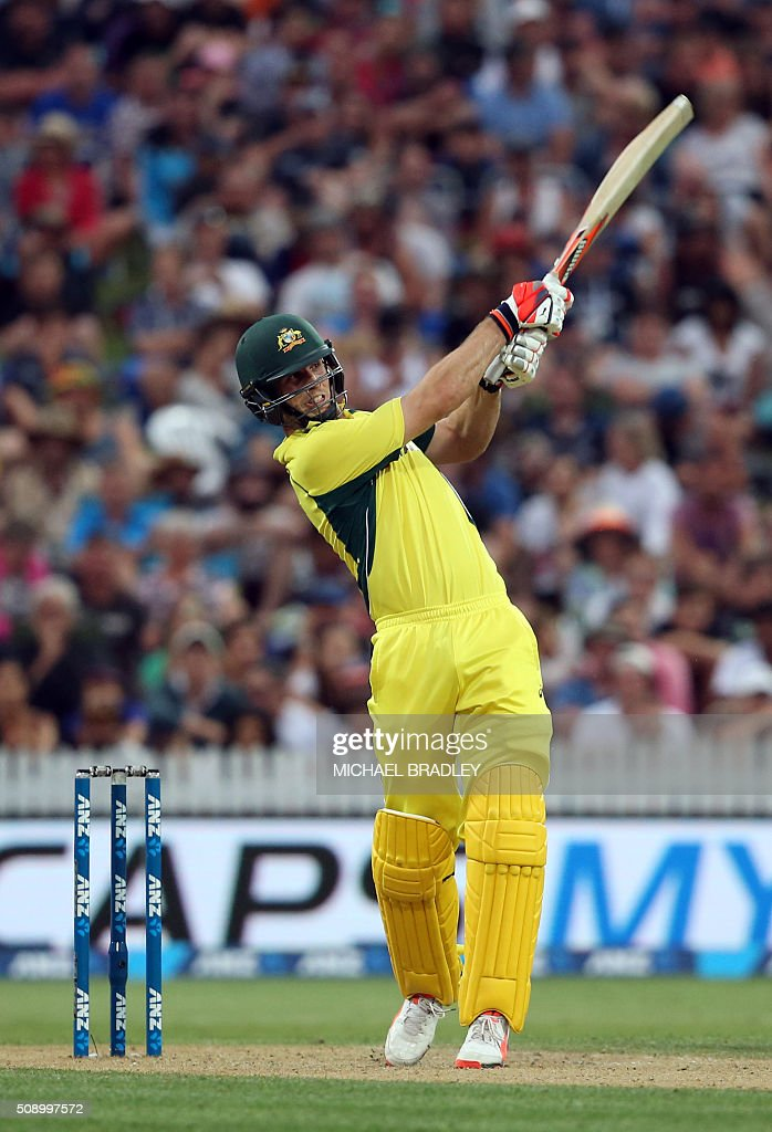 Mitchell Marsh of Australia plays a shot during the third one-day international cricket match between New Zealand and Australia at Seddon Park in Hamilton on February 8, 2016.   AFP PHOTO / MICHAEL BRADLEY / AFP / MICHAEL BRADLEY
