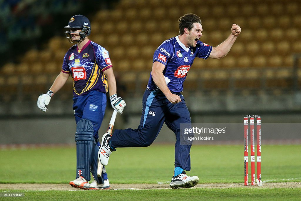 <a gi-track='captionPersonalityLinkClicked' href=/galleries/search?phrase=Mitchell+McClenaghan&family=editorial&specificpeople=4662941 ng-click='$event.stopPropagation()'>Mitchell McClenaghan</a> of the Aces celebrates the wicket of <a gi-track='captionPersonalityLinkClicked' href=/galleries/search?phrase=Neil+Broom&family=editorial&specificpeople=887253 ng-click='$event.stopPropagation()'>Neil Broom</a> of the Volts during the Georgie Pie Super Smash Final match between the Auckland Aces and Otago Volts at Yarrow Stadium on December 13, 2015 in New Plymouth, New Zealand.