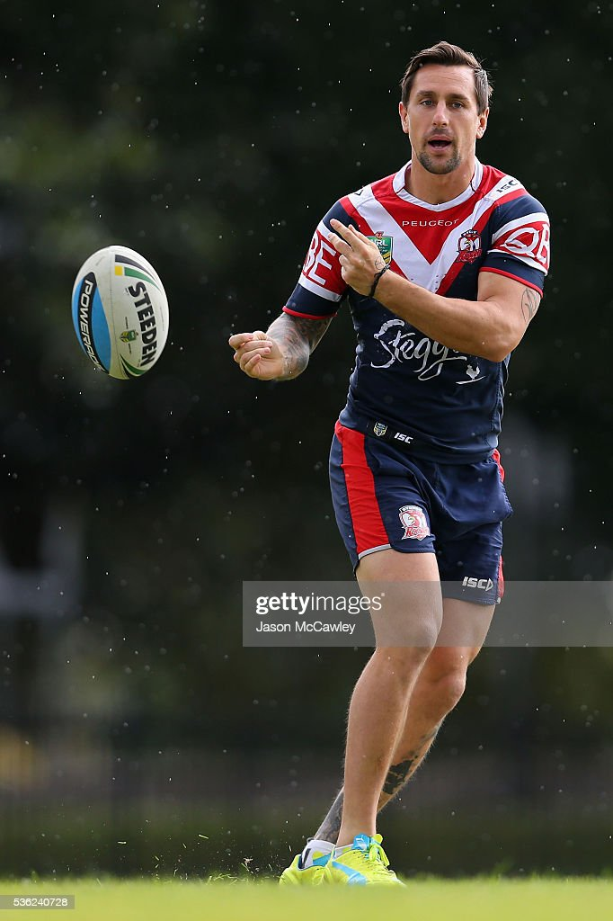 <a gi-track='captionPersonalityLinkClicked' href=/galleries/search?phrase=Mitchell+Pearce&family=editorial&specificpeople=4208962 ng-click='$event.stopPropagation()'>Mitchell Pearce</a> of the Roosters warms upduring a Sydney Roosters NRL training session at Moore Park on June 1, 2016 in Sydney, Australia.