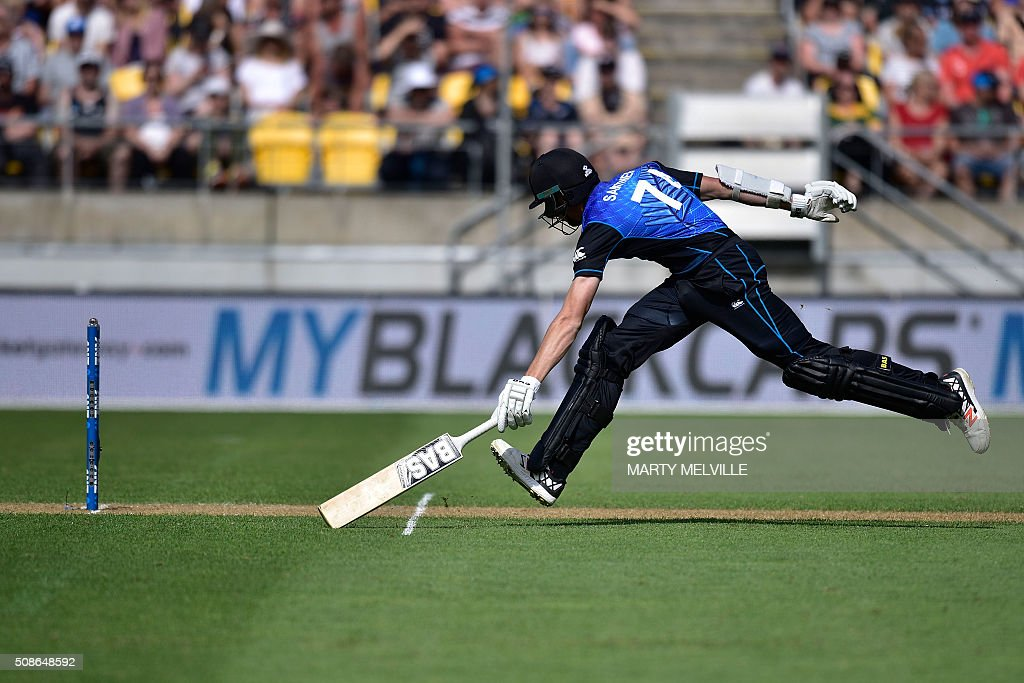 Mitchell Santner of New Zealand makes his ground safely during the 2nd one-day international cricket match between New Zealand and Australia at Westpac Stadium in Wellington on February 6, 2016. AFP PHOTO / MARTY MELVILLE / AFP / Marty Melville