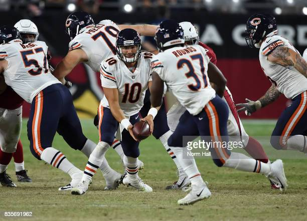 Mitchell Trubisky of the Chicago Bears pitches the ball to Josh Rounds during the second half of a game against the Arizona Cardinals at University...