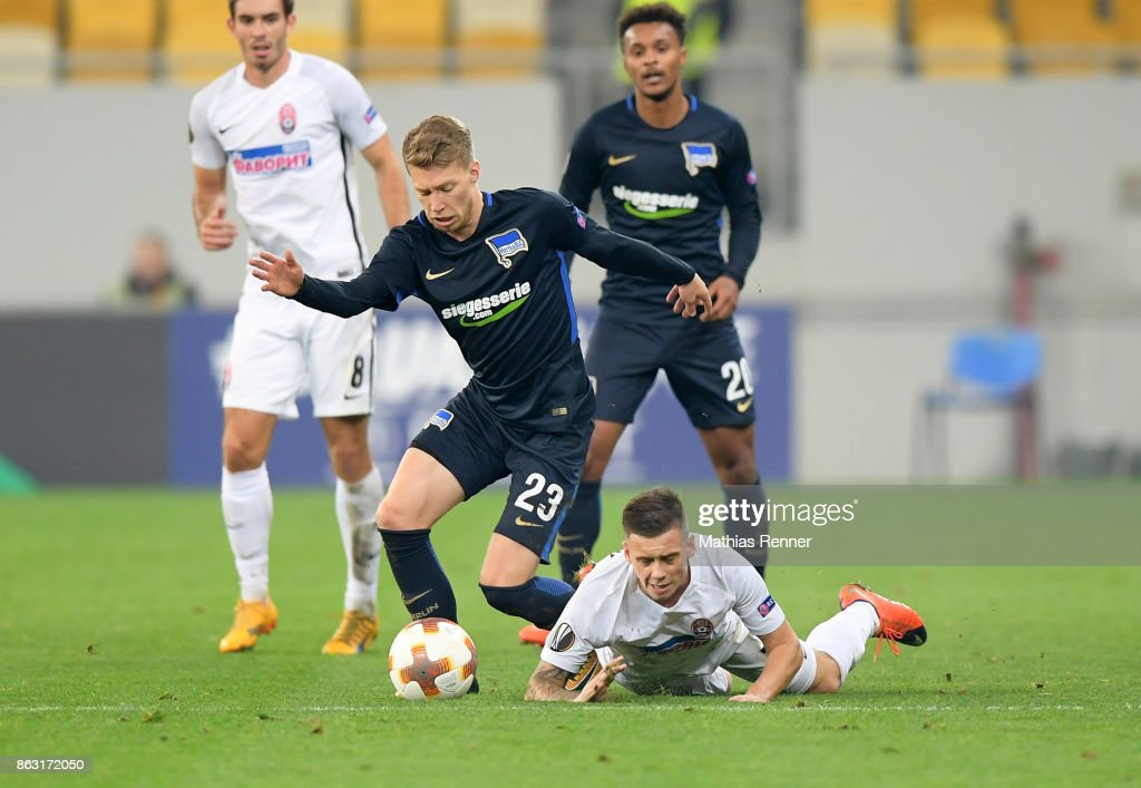 Mitchell Weiser of Hertha BSC and Maksym Lunyov of FC Zorya Luhansk during the Europa League group J game between Zorya Luhansk against Hertha BSC on October 19, 2017 in Lwiw, Ukraine.