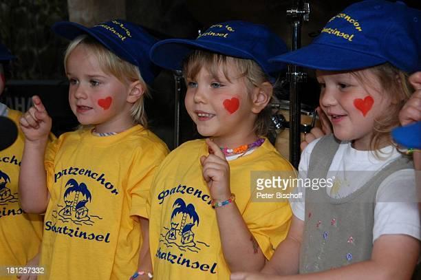 Mitglieder vom 'Spatzenchor' Kindergarten 'Die Schatzinsel' Geburtstagsfeier Feier zum 60Geburtstag von G u n t h e r E m m e r l i c h Weißig...