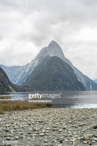 Mitre peak, Milford Sound, New Zealand : Bildbanksbilder