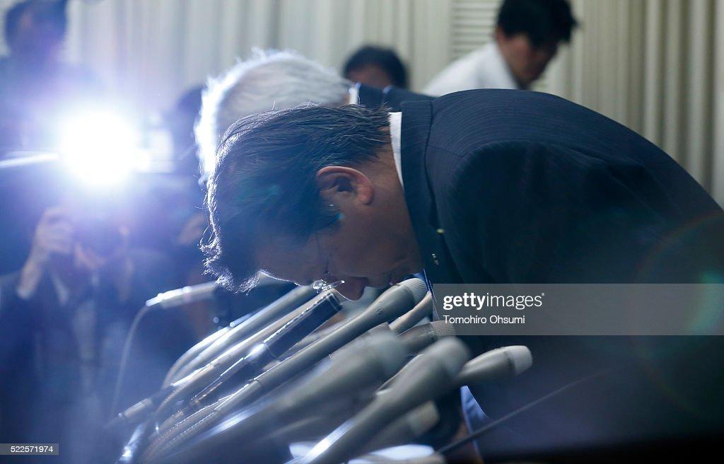 Mitsubishi Motors President Tetsuro Aikawa bows during a press conference on April 20 2016 in Tokyo Japan Mitsubishi Motors share plunged more than...