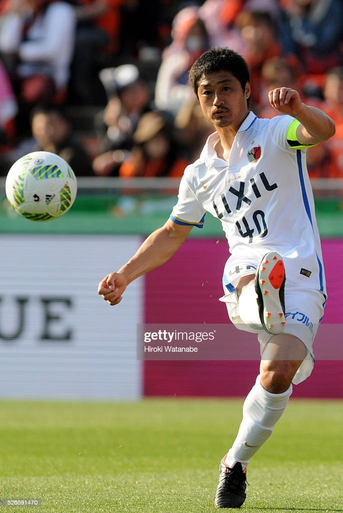 <a gi-track='captionPersonalityLinkClicked' href=/galleries/search?phrase=Mitsuo+Ogasawara&family=editorial&specificpeople=546862 ng-click='$event.stopPropagation()'>Mitsuo Ogasawara</a> of Kashima Antlers takes a free kick during the J.League match between Omiya Ardija and Kashima Antlers at Nack 5 Stadium Omiya on April 30, 2016 in Saitama, Japan.