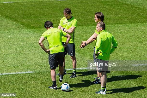 Mittwoch Trainingslager der Deutschen Nationalmannschaft in Ascona vl Trainer Jochaim Loew Assistenztrainer Marcus Sorg Torwarttrainer Andreas Koepke...
