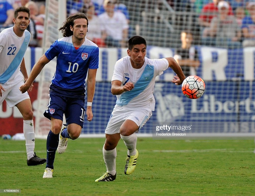 Mix Diskerud of the United States chases Jairo Arreloa of Guatemala during the first half of an international friendly soccer match at Nissan Stadium...