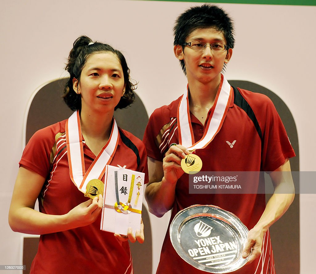 Mixed doubles gold medalists Chen Hung